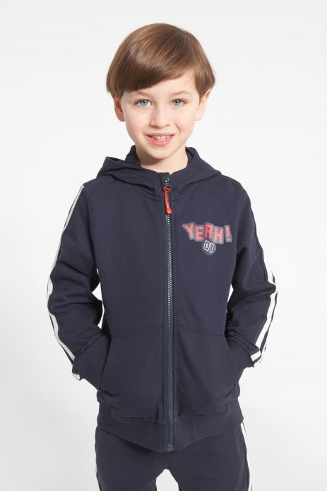 Sweatshirt with hood and zipper